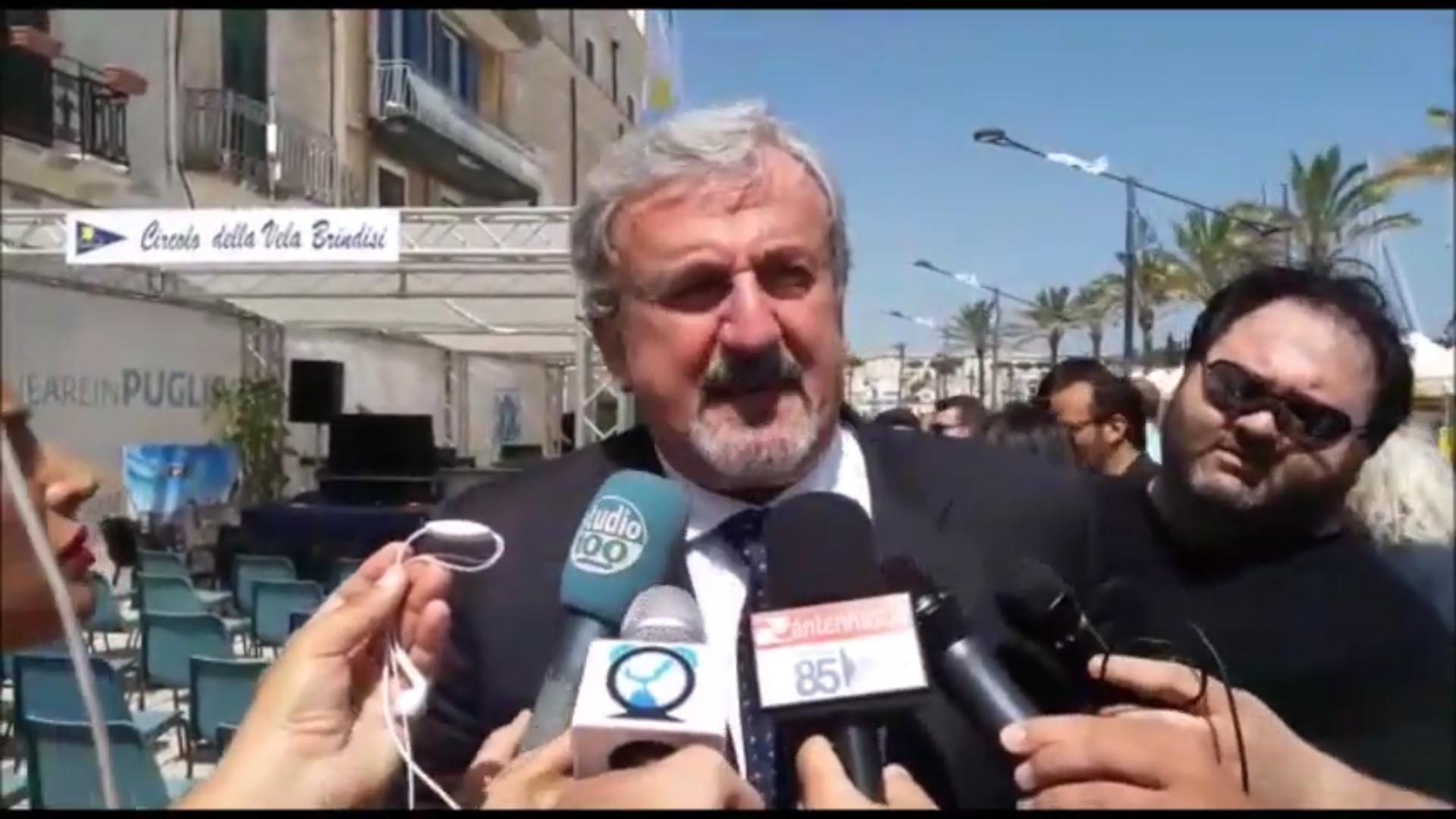 Emiliano stravince in tutti i capoluoghi tranne a Brindisi. Disaffezione verso le politiche regionali