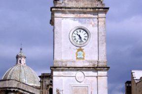 1200px-Francavilla_Fontana-Torre_orologio