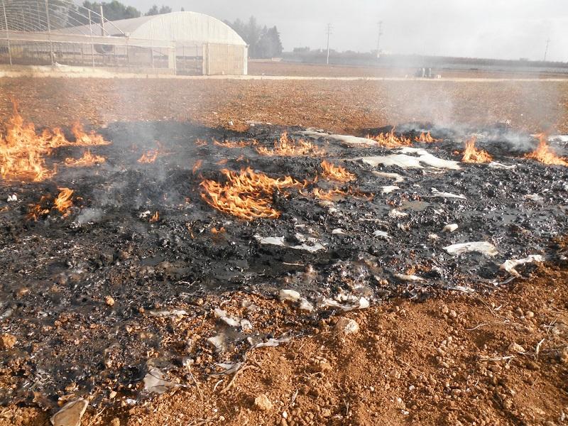 Combustione illecita di rifiuti: sequestrata un'area