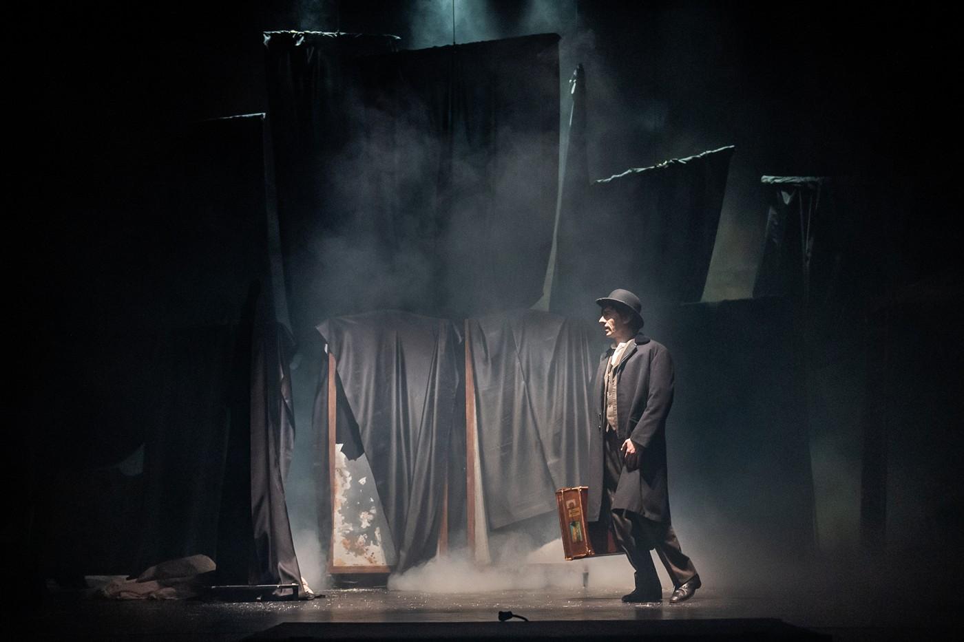 Nuovo Teatro Verdi: «Dracula», la discesa negli inferi di Lo Cascio e Rubini