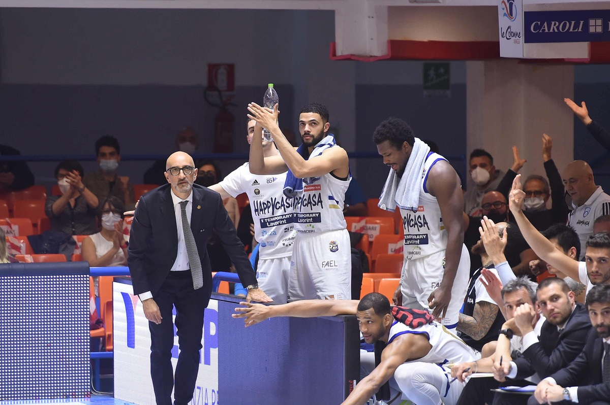 Trieste imbarazzante, Brindisi vede la semifinale