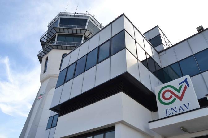 """I sindacati: """"Enav trasferisce a Roma i servizi di controllo aereo di Brindisi"""""""