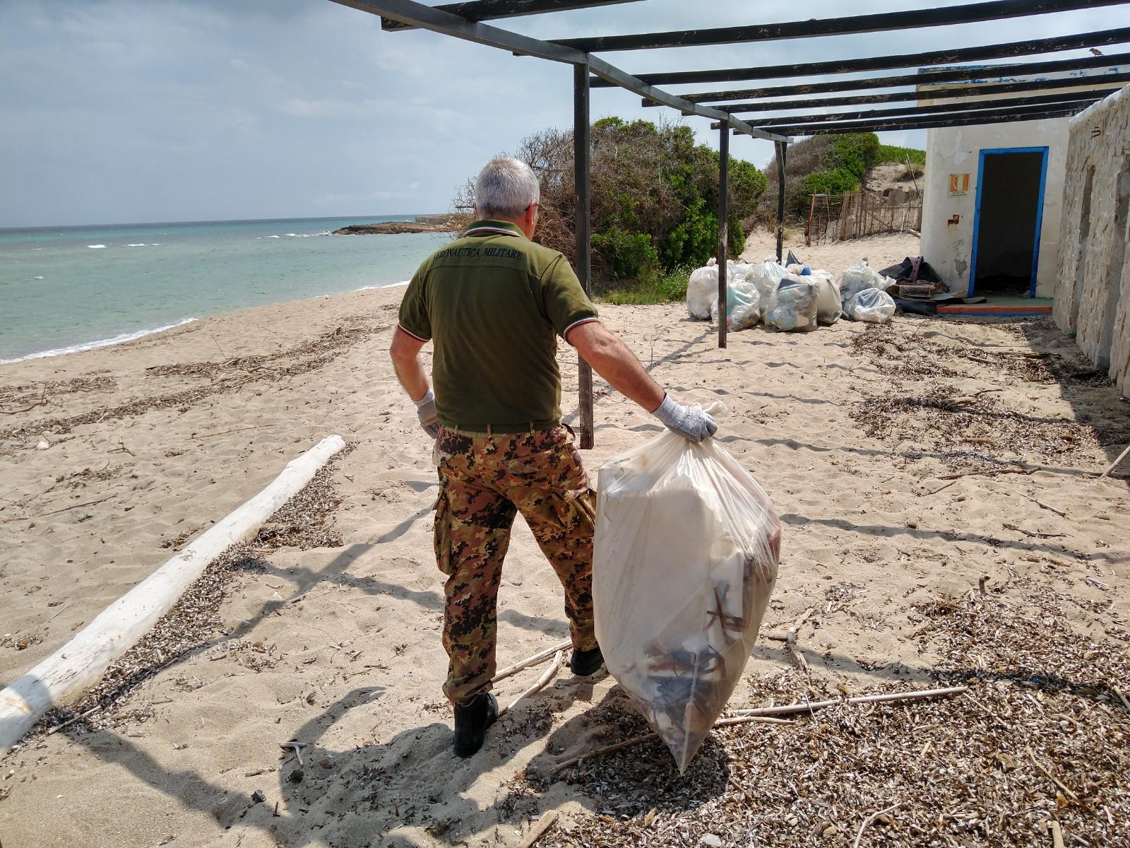 Il parcheggio dell'Aeronautica sarà ancora più off-limits, la spiaggia non aprirà ma è stata ripulita