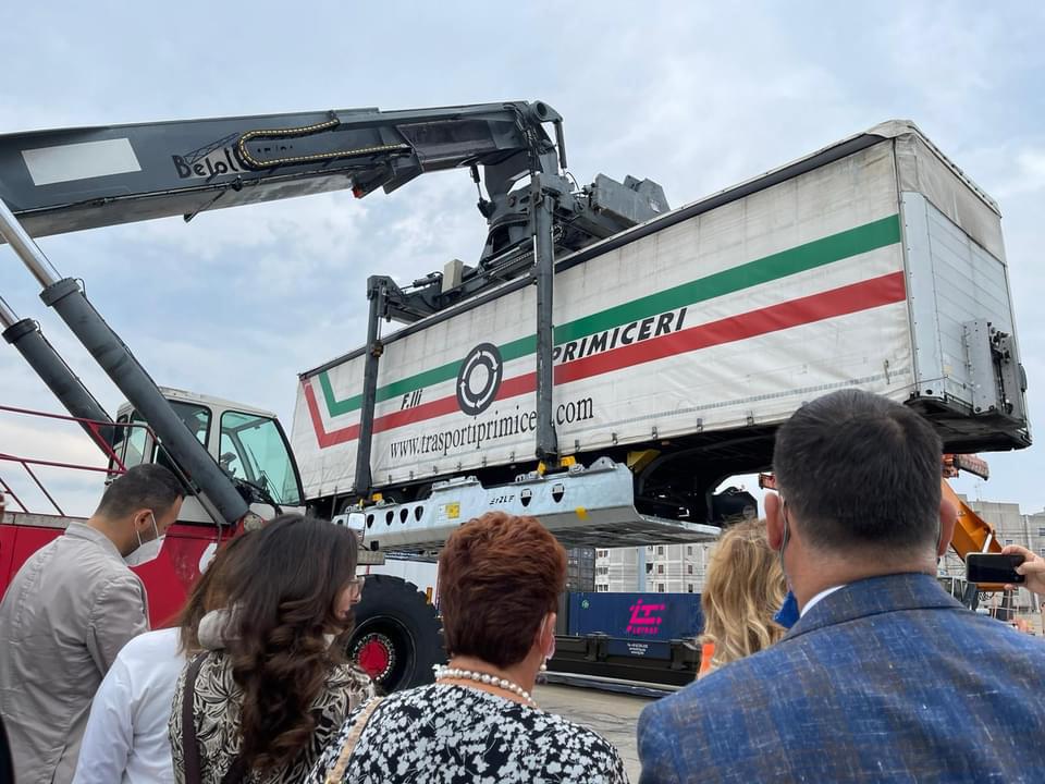 """Da Brindisi a Forlì 312 camion alla settimana attraverso 12 treni: """"Modello di sostenibilità"""""""