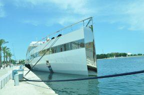 A Brindisi il maxi yacht di Steve Jobs: famiglia in vacanza